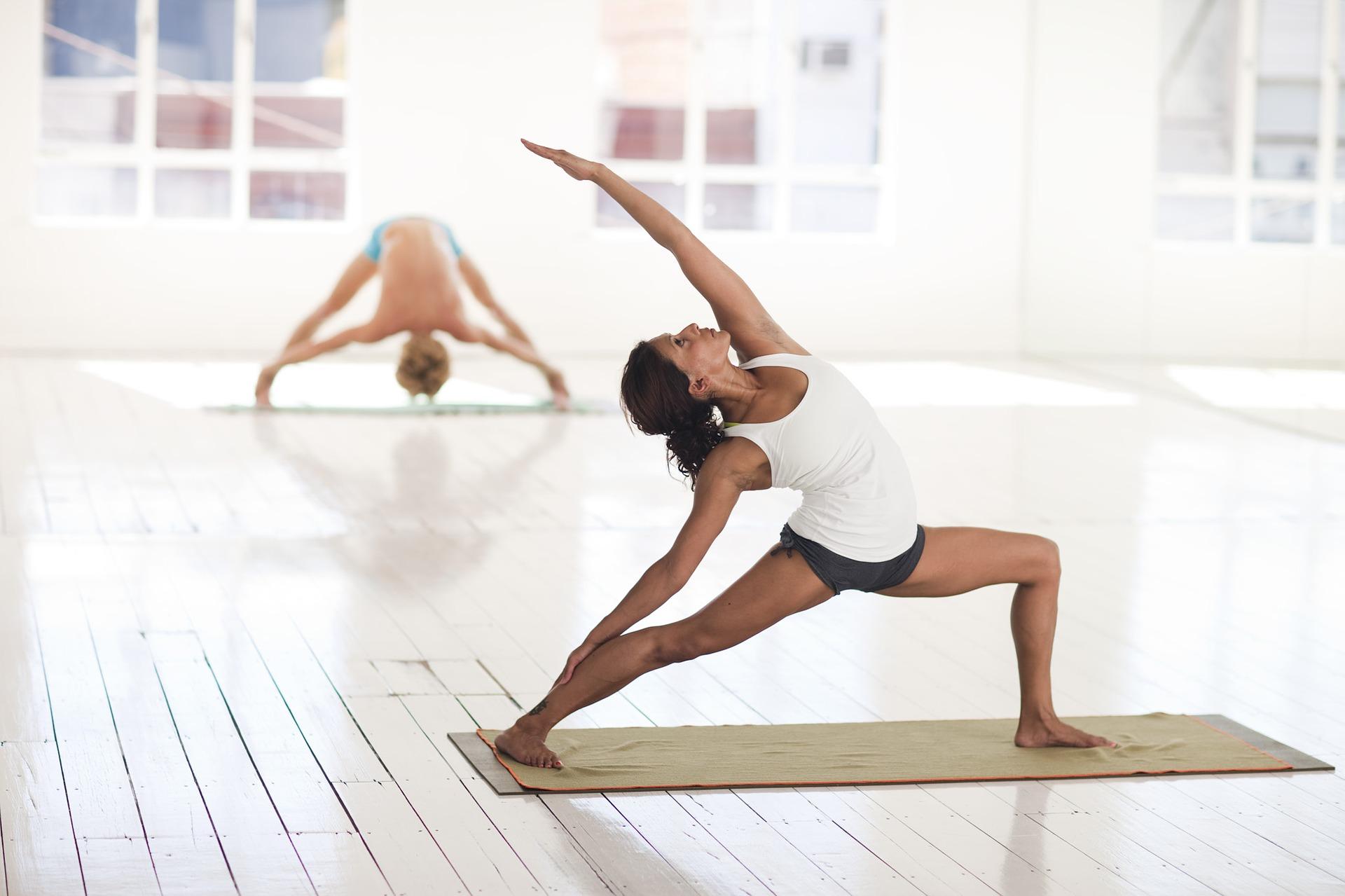 2 yoga-2959226_1920 (1)